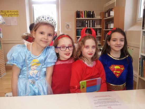 Carnaval des enfants de l'école d'Izeure à la bibliothèque